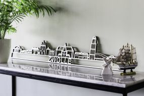 City shapes Skyline Zwolle populierenhout met tekst 165 cm